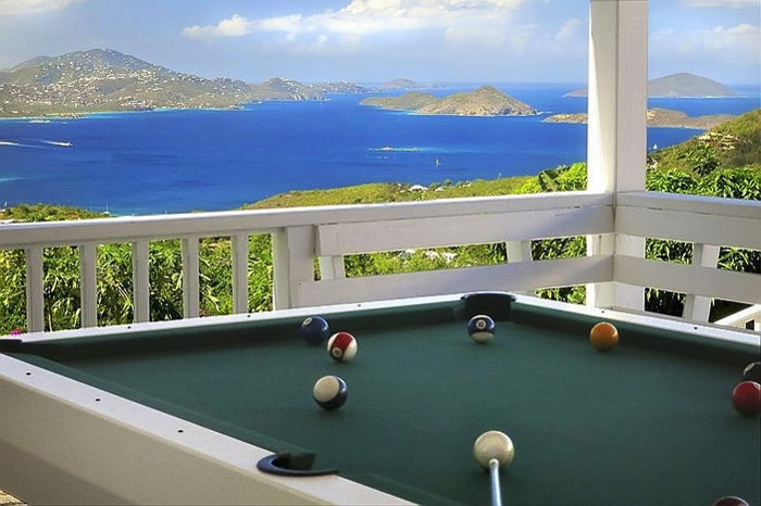 Coconuts Villa: Playing ten ball on the deck
