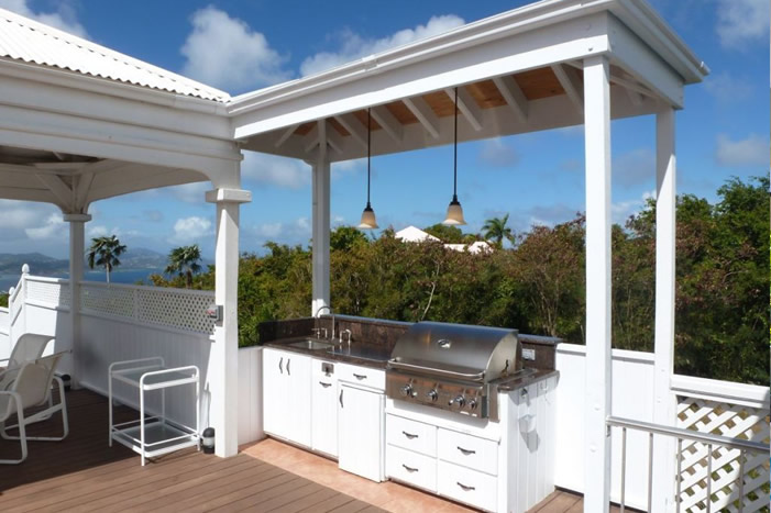 Plumeria Villa: Outdoor kitchen